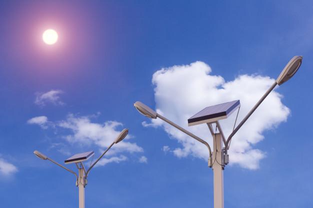 5 avantaje concrete ale stalpilor solari pentru iluminat urban